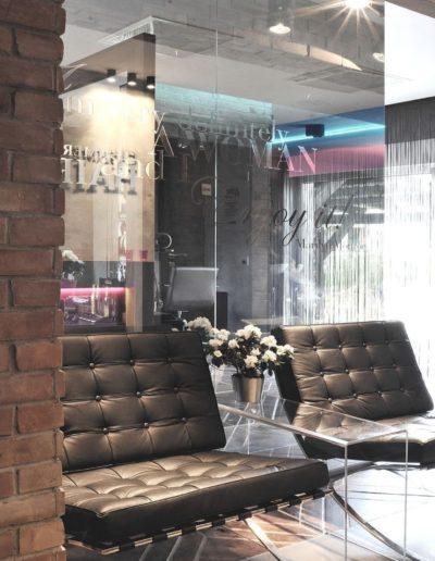 11-2 Format Design, projekt salonu fryzjerskiego, płytki z cegły, ścianka ze szkła, nadruk na szkle, fotele, poczekalnia, aranżacja okien