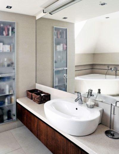 12-6 Format Design, projekt domu jednorodzinnego, projekt łazienki, łazienka, kabina prysznicowa, umywalka nablatowa, bateria sztorcowa, wc wiszące, bateria prysznicowa
