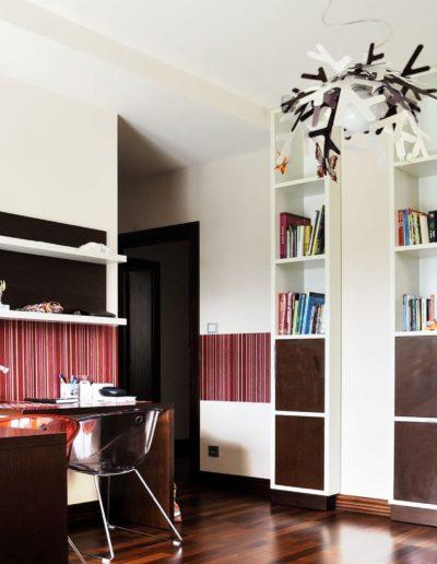12-9 Format Design, projekt domu jednorodzinnego, projekt pokoju dziecięcego, fotele, biurko, lampa wisząca, regał, lampki natynkowe