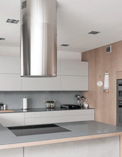 13-6 Format Design, projekt mieszkania, projekt kuchni, kuchnia, lampy wiszące, zlewozmywak podwieszany, lampy wpuszczane, bateria kuchenna