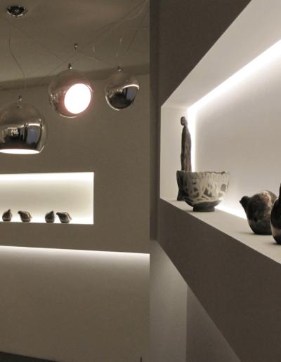 13-8 Format Design, projekt mieszkania, projekt salonu, lampa wisząca, wnęki podświetlane, zabudowa podświetlana, podświetlenie LED