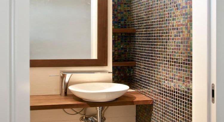 14-10 Format Design, projekt domu , projekt toalety, mozaika ścienna, umywalka, bateria umywalkowa, bateria kaskadowa, bateria sztorcowa, lustro