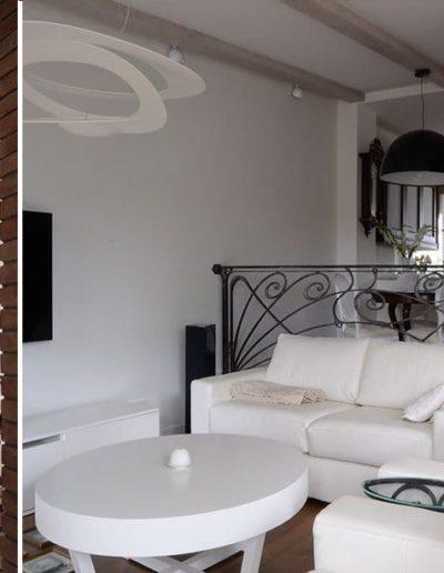 14-5 Format Design, projekt domu , projekt salonu, lampa wisząca,wypoczynek, balustrada, kuta balustrada, drewniane schody, podłoga dębowa