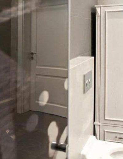 14-9 Format Design, projekt domu , projekt łazienki, łazienka, toaleta wisząca, szkło z grafiką, umywalka, bateria umywalkowa, szafa