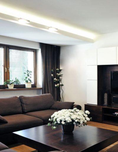 16-1 Format Design, architekt wnętrz, projekt domu, salon, Poznań, wypoczynek, zabudowa szafy, podłoga drewniana