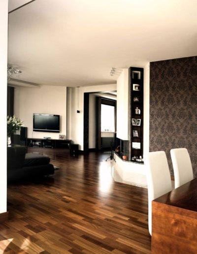 18-5 Format Design, projektantka wnętrz Poznań, projekt domu jednorodzinnegow Poznaniu, parawan drewniany, lampa wisząca, stół, podłoga drewniana