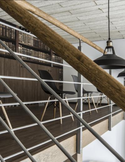 1-9-Format-Design-projekt-przestrzeni-biurowej-coworking-antresola-poręcz-schodów-tapeta-szafy