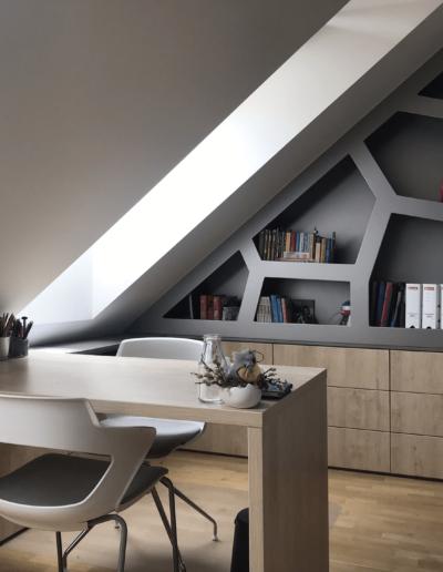 10-1-Format-Design-projekt-pokoju-dziecięcego-biurko-fotel-biurowy-tablica-magnetyczna-regał