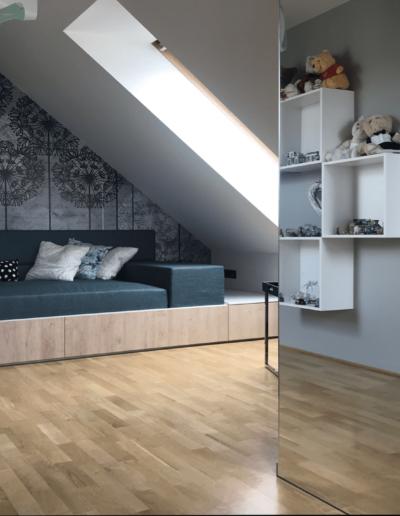 10-5-Format-Design-projekt-pokoju-dla-dziewczyny-łóżko-kinkiet-tapeta-podłoga-dębowa-lustro-projekt-oświetlenia