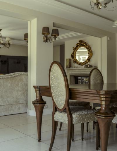 2-5-Format-Design-dom-jednorodzinny-projekt-salonu-wypoczynek-stół-krzesła-szafa