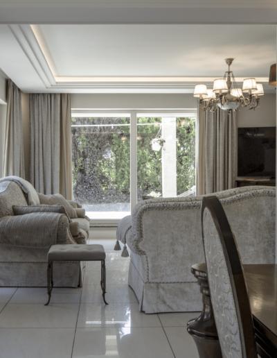 2-7-Format-Design-dom-jednorodzinny-projekt-salonu-wypoczynek-projekt-stropu-aranżacja-okien-kinkiet
