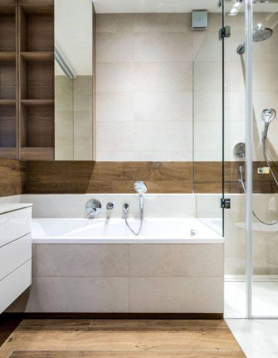 3-19-Format-Design-projekt-apartamentu-łazienka-prysznic-kabina-prysznicowa-wanna-zabudowana