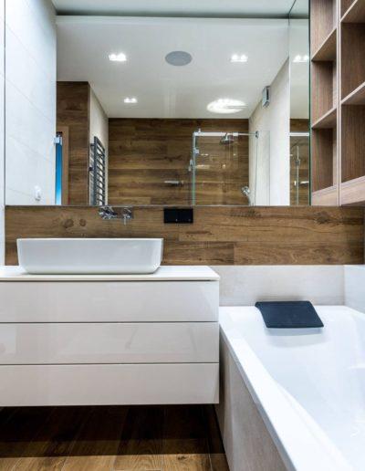 3-22-Format-Design-projekt-apartamentu-łazienka-grzejnik-łazienkowy-oświetlenie-LED-wanna-bateria-wannowa-umywalka