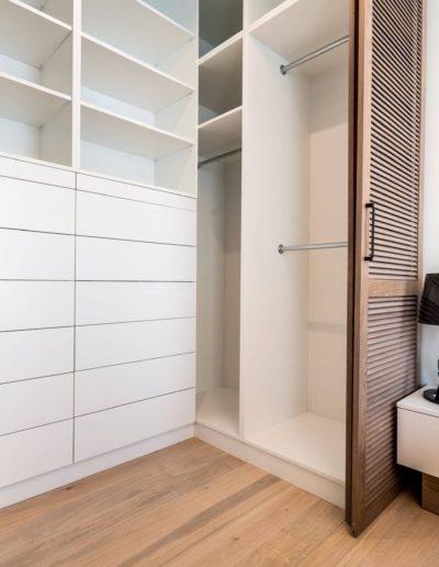3-31-Format-Design-projekt-apartamentu-sypialnia-garderoba-zabudowa-garderoby