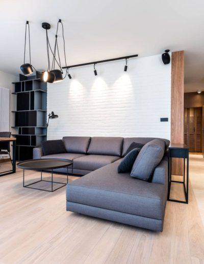 3-6-Format-Design-projekt-apartamentu-projekt-salonu-ściana-z-cegły-pobielonej