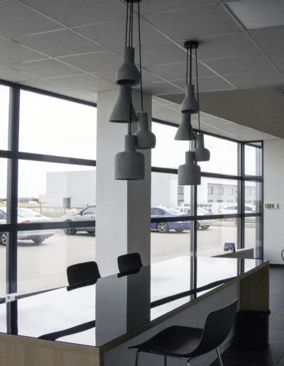 4-7-Format-Design-biuro-pomieszczenie-kuchenne-lampy-wiszące-blat-kuchenny