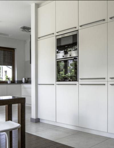 5-10-Format-Design-dom-rodzinnyprojekt-kuchni-zabudowa-szafy-projekt-oświetlenia