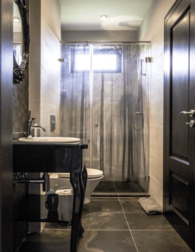 5-11-Format-Design-projekt-domu-rodzinnego-łazienka-toaleta-wisząca-umywalka-nablatowa-projekt-łazienki
