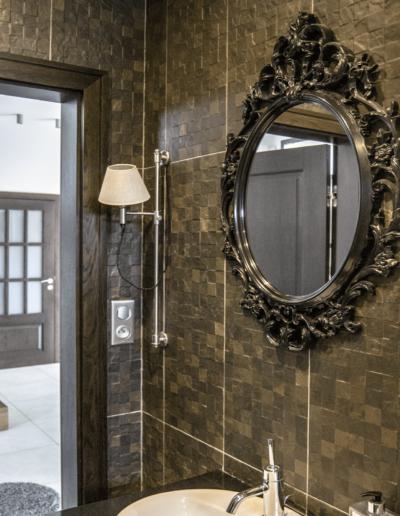 5-13-Format-Design-projekt-domu-rodzinnego-łazienka-kinkiet-płytki-łazienkowe-projekt-łazienki
