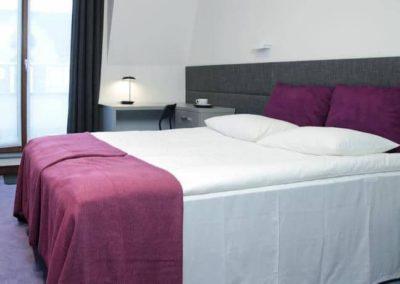 6-11-Format-Design-projekt-mieszkania-sypialnia-zagłówek-tapicerowany-łóżko