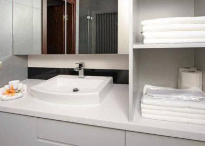 6-12-Format-Design-projekt-mieszkania-łazienka-bateria-umywalkowa-lustro