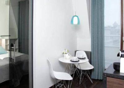 6-14-Format-Design-projekt-mieszkania-sypailnia-drzwi-szklane-drzwi-przesuwane
