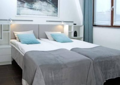 6-16-Format-Design-projekt-mieszkania-sypialnia-lampki-nocne-zasłony