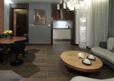 6-3-Format-Design-projekt-mieszkaniasalon-wypoczunek-płytki-z-cegły-lampa-stojąca