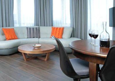 6-6-Format-Design-projekt-mieszkaniasalon-dekoracje-okienne-wypoczynek-sofa