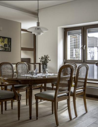 7-17-Format-Design-projekt-domu-jednorodzinnego-jadalnia-stół-krzesła-podłoga-drewniana-podłoga-olejowana
