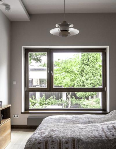 7-20-Format-Design-projekt-domu-jednorodzinnego-sypialnia-lampa-wisząca-lampa-nocna-szafka-nocna