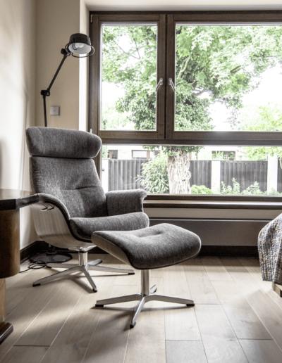 7-22-Format-Design-projekt-domu-jednorodzinnegofotel-podłoga-dębowa