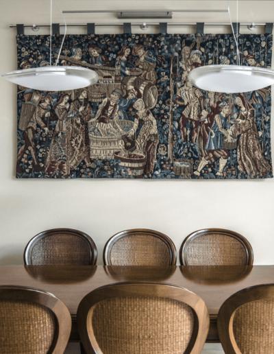 7-4-Format-Design-projekt-domu-jednorodzinnego-salon-stół-jadlny-krzesła-stylizowane-lampa-wisząca