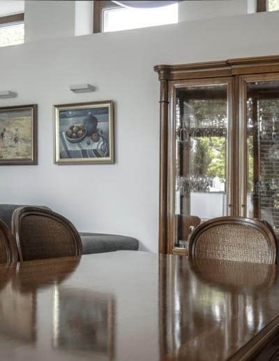 7-6-Format-Design-projekt-domu-jednorodzinnego-serwantka-stół-stylizowany-kinkiety-ścienne