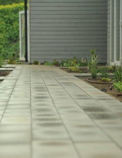9-14-Format-Design-projekt-domu-letniskowego-ogród-chodnik